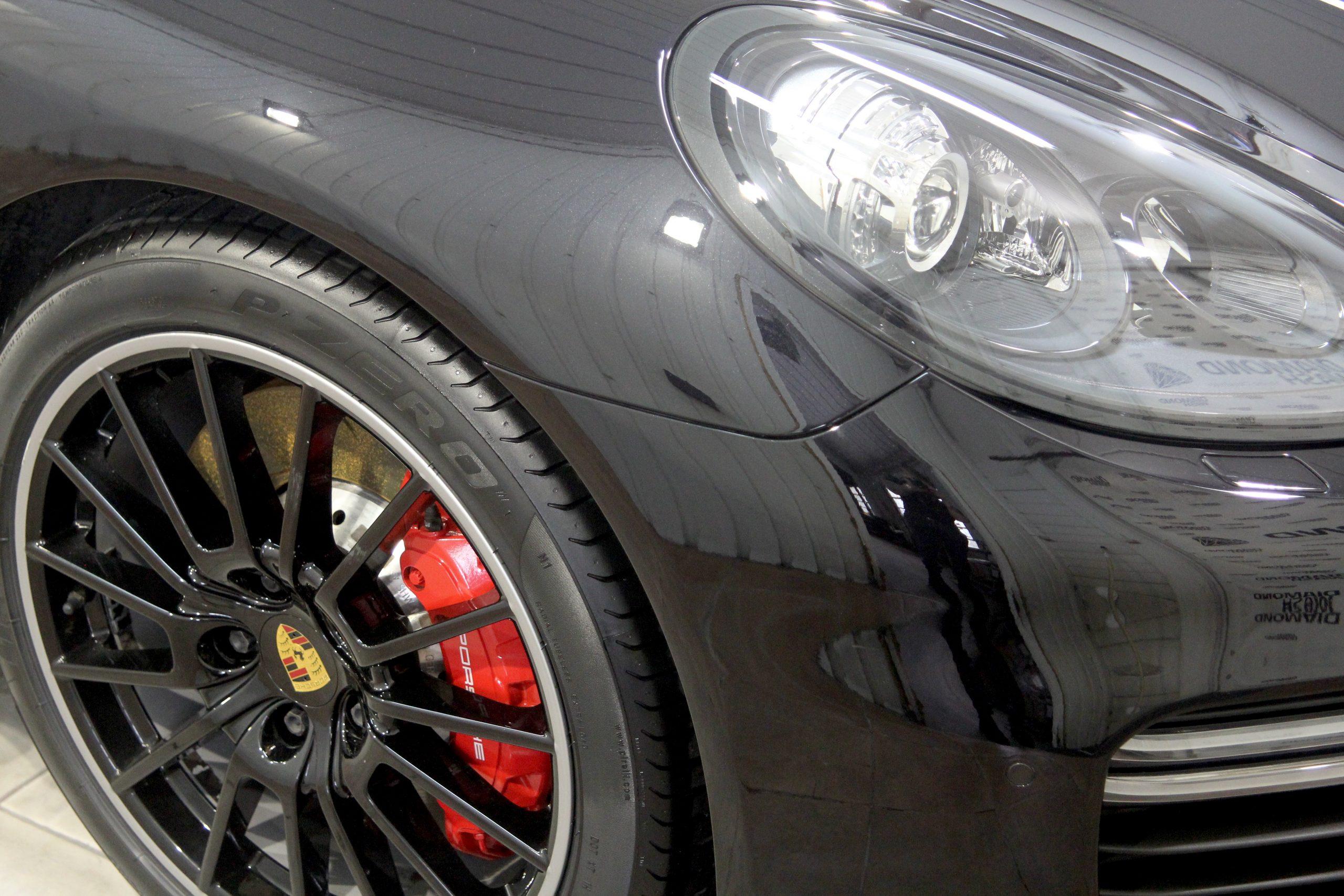 Porsche Panamera GTS full